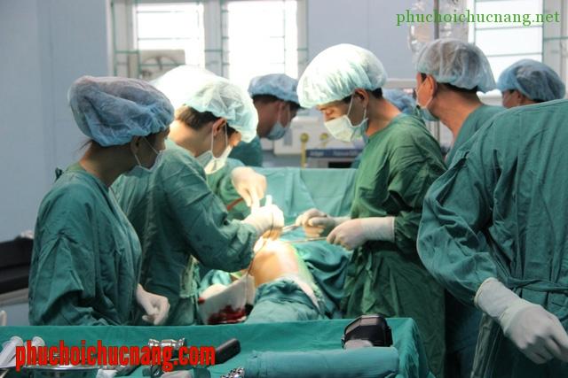 Bệnh nhân thay khớp háng nên làm gì?